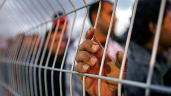 """عدالة يطالب سلطة السجون بإلغاء قرارها منع الأسرى المضربين عن الطعام من الزيارات العائليّة ومن الخروج إلى """"الفورة"""""""